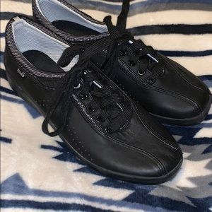 keds size 6 black tennis shoes